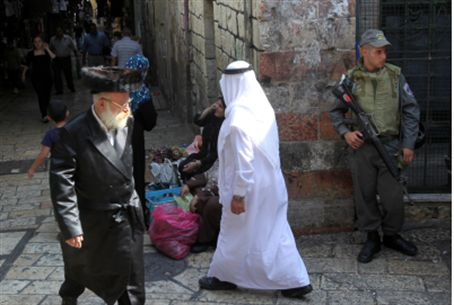 Jews, Arabs in Jerusalem (file)