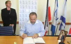 FM Lieberman Writes in Condolence Book