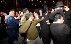 Police clash with hareidi protesters