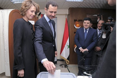 Assad votes in Syria referendum