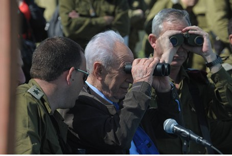 Pres. Peres on Israel's northern border
