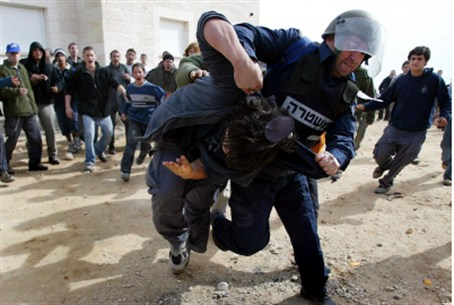 Violence at Amona demolition