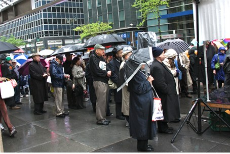 Attendees at Yom Hashoah vigil in New York
