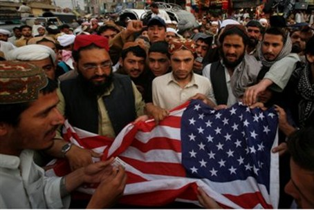 Pakistani Islamic party tries to burn US flag