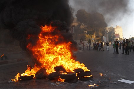 PA protesters burn tires in Shechem