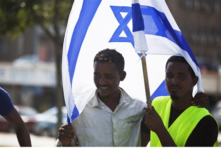 Refugees from Africa arrive in Israel seeking