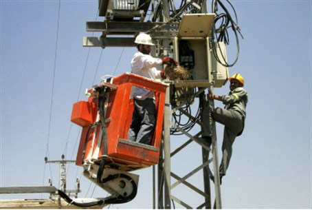 Gaza electricity workers (file)