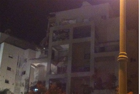 Building in Rishon LeZion hit by Gaza missile