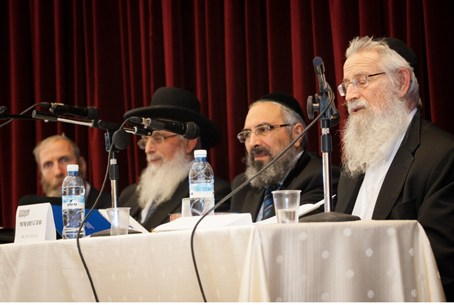 Rabbis gather to discuss online Responsa