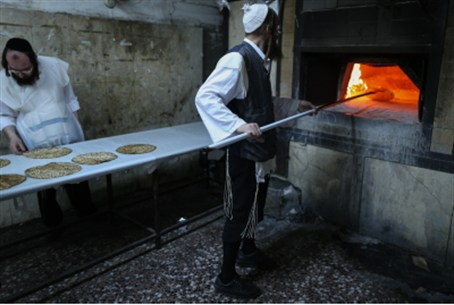 Man baked matzah in Mea Shearim