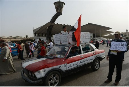 Egyptians take part in demonstration to show