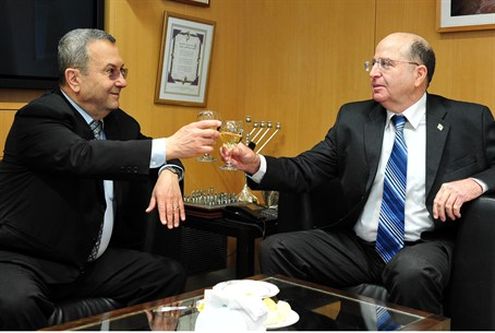 Barak and Yaalon toast the new minister