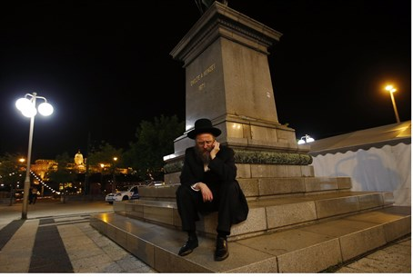 Jewish man sits outside WJC venue in Budapest