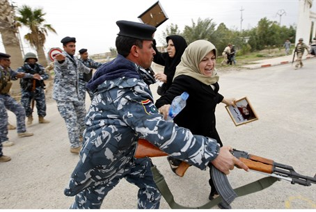 Iraqi security forces prevent families from v