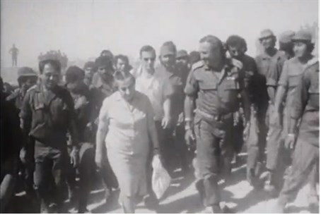 Golda Meir with officers, Yom Kippur War