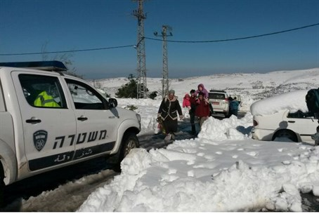 Rescuing stranded Samaria families