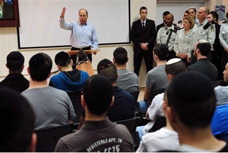 Moshe Ya'alon addresses Hareidi recruits