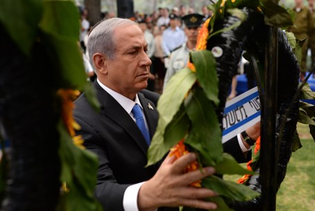 Binyamin Netanyahu places wreath at memorial