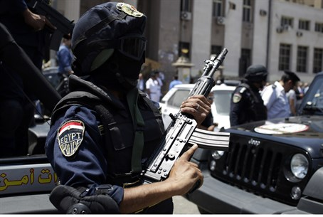 Egyptian policeman (file)