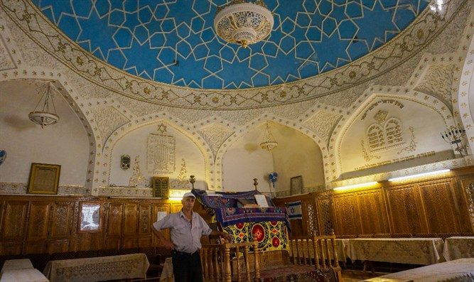 Yossif Tilayev, the caretaker of the Bukharian synagogue in Samarkand, Uzbekistan, explain