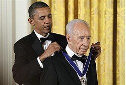Obama presents Medal of Freedom to Peres Reuters