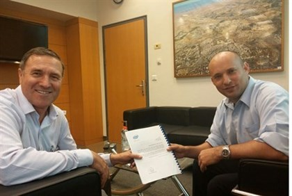 Economics Minister Naftali Bennett with the Intel grant approval